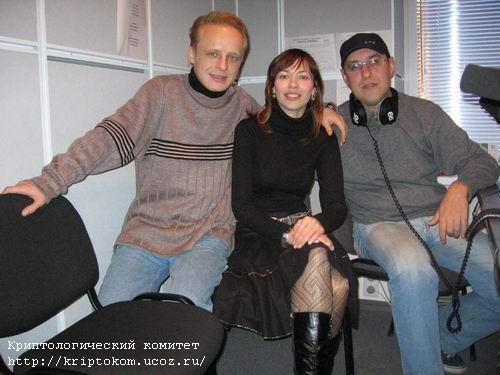 Ольга Логинова со своими коллегами в редакции радио Би-Эй